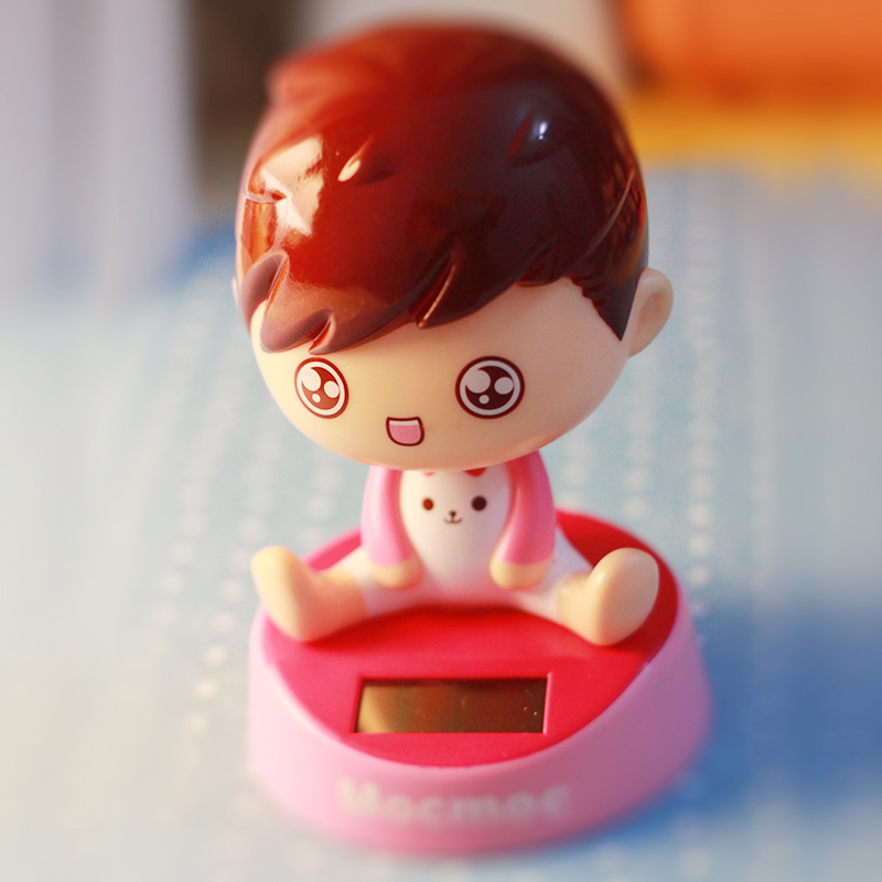 正版mocmoc摩丝娃娃 可爱卡通汽车娃娃 车载个性创意情侣摆件 太阳能